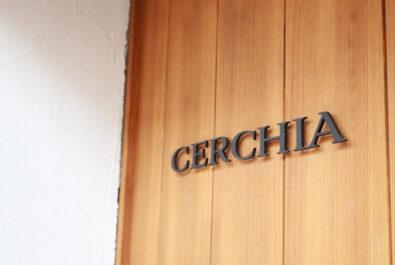 元住吉のイタリア料理CERCHIA チェルキアの入口ロゴサイン